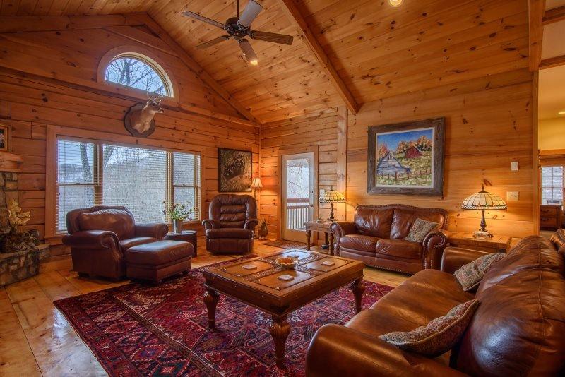 3BR Cottage, Huge Views, Hot Tub, Pool Table, Large Open Living Area on Beech - Image 1 - Banner Elk - rentals