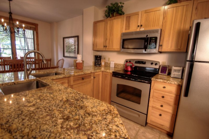 "SkyRun Property - ""8452 Dakota Lodge"" - Kitchen - Open floor plan to entertain while cooking. - 8452 Dakota Lodge - Keystone - rentals"