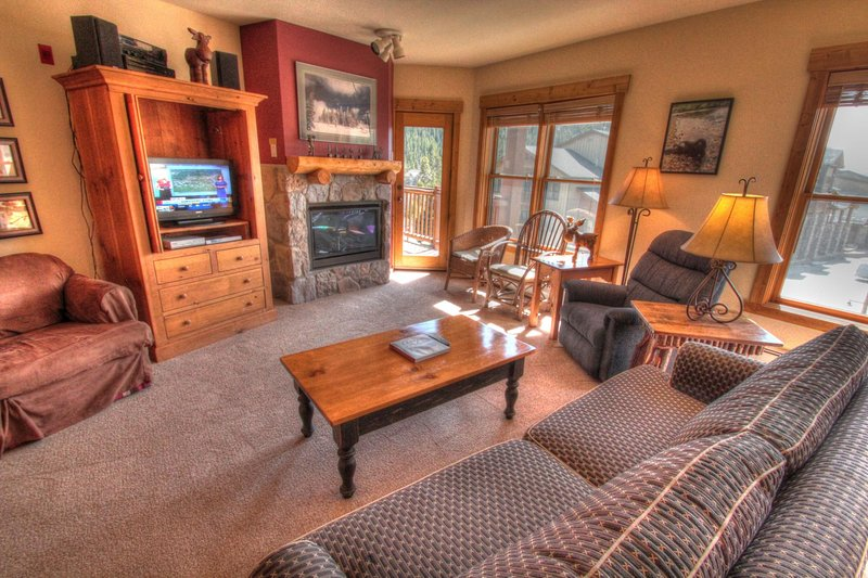 """SkyRun Property - """"2640 Tenderfoot Lodge"""" - Living Room - Relax in the living room in front of the gas fireplace, or watch a movie on the flat screen TV. - 2640 Tenderfoot Lodge - Keystone - rentals"""