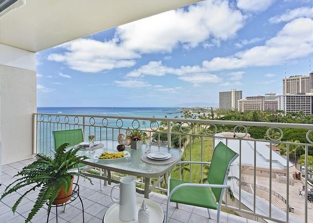 Beachfront View!  A/C, washer/dryer, WiFi, sleeps 4! - Image 1 - Waikiki - rentals