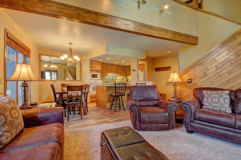 "SkyRun Property - ""Chimney Ridge 512"" - Living Area looking into the kitchen - Chimney Ridge 512 - Breckenridge - rentals"