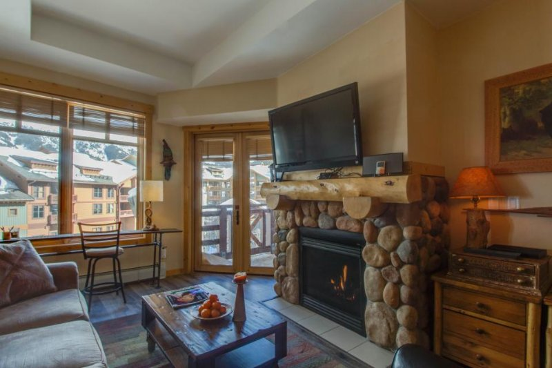 Modern, rustic ski-in/ski-out condo with a shared hot tub!! - Image 1 - Copper Mountain - rentals