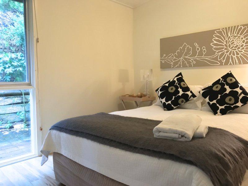 Driftwood Queen bedroom - Driftwood House - Robe Retreats - Robe - rentals