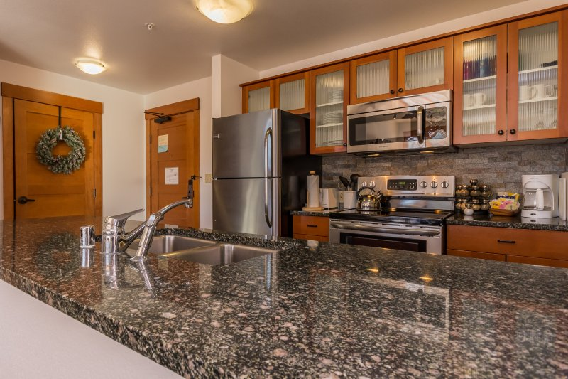 Quiet & Newly Renovated  - 2BR Condo with Top Foor Village Views! - Image 1 - Mammoth Lakes - rentals