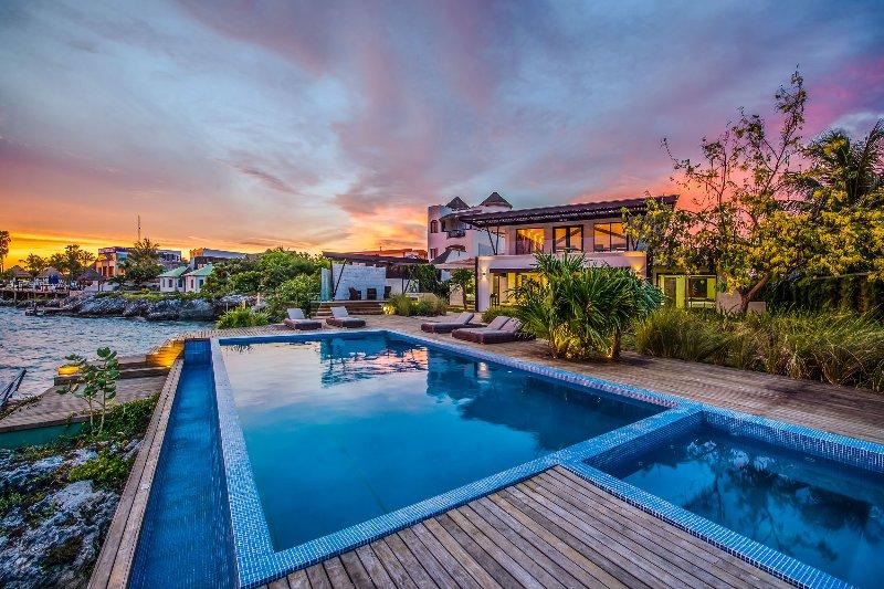 Casa Isla Bajo, Sleeps 12 - Image 1 - Puerto Morelos - rentals