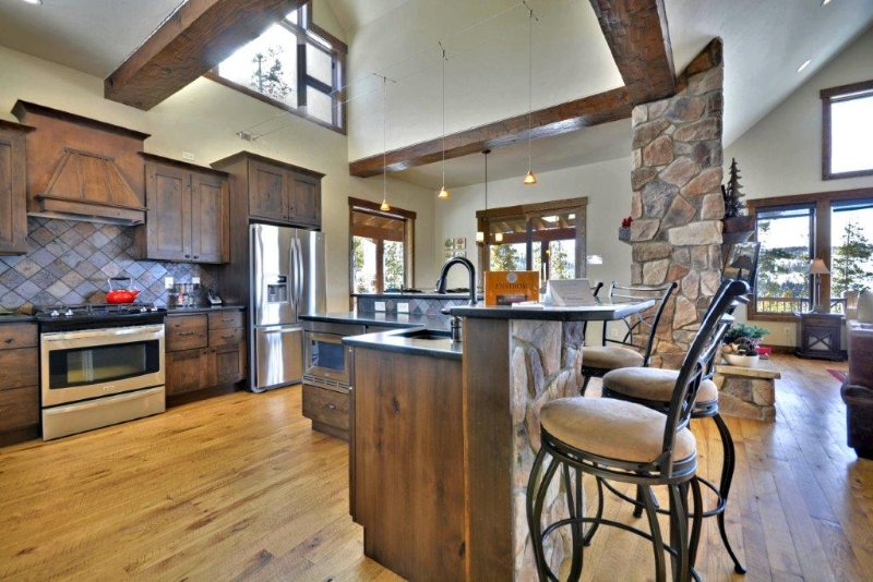 Main level great room combines kitchen, dining & lounge. - Timber Ridge Lodge - Winter Park - rentals