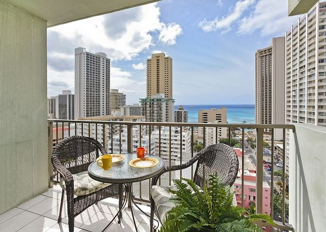 Relaxing Ocean Views and central A/C; 5 min. walk to beach. Sleeps 4. - Image 1 - Waikiki - rentals
