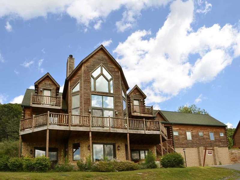 cedvistext_13.jpg - Unparalleled excellence awaits you at the spacious Cedar Vista! This stunning log home masterpiece, located in the heart of Deep Creek, is a sure winner. - McHenry - rentals
