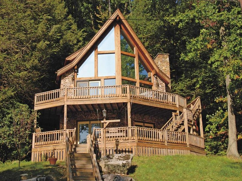 rockyknolext_8.jpg - Enfolded in nature's embrace, Rocky Knoll II's spacious and private gathering areas weave an enchanting spell of time spent together, in laughter and in love. - McHenry - rentals