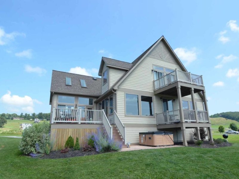 watlkext4_15.jpg - Looking for a vacation home to delight the whole family? Waterfront Links is sure to be the one, with stylish touches, colorful pops and so, so much to do! - Swanton - rentals