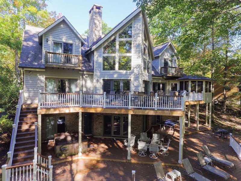 12152dext217.jpg - Wrap yourself in luxury and comfort at Lake Dreaming. This resort chalet is a one-of-a-kind wonder, with lakefront deck and wall-to-ceiling windows. - McHenry - rentals