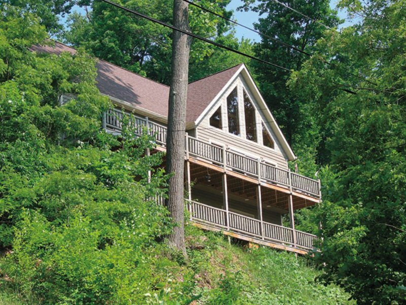 mtperchext_5.jpg - Mountain Perch will leave you torn: spend your hours outside with the stunning views or inside with the fun amenities and endless comforts? Good luck deciding! - McHenry - rentals