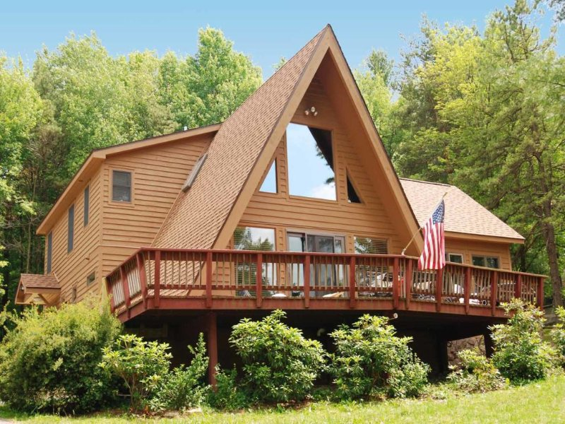 lkvwext_9.jpg - Picture the quintessential vacation retreat: a wooden A-frame masterpiece where colors explode along the forest edge. Did you see Lakeview Cottage? You should have! - Oakland - rentals