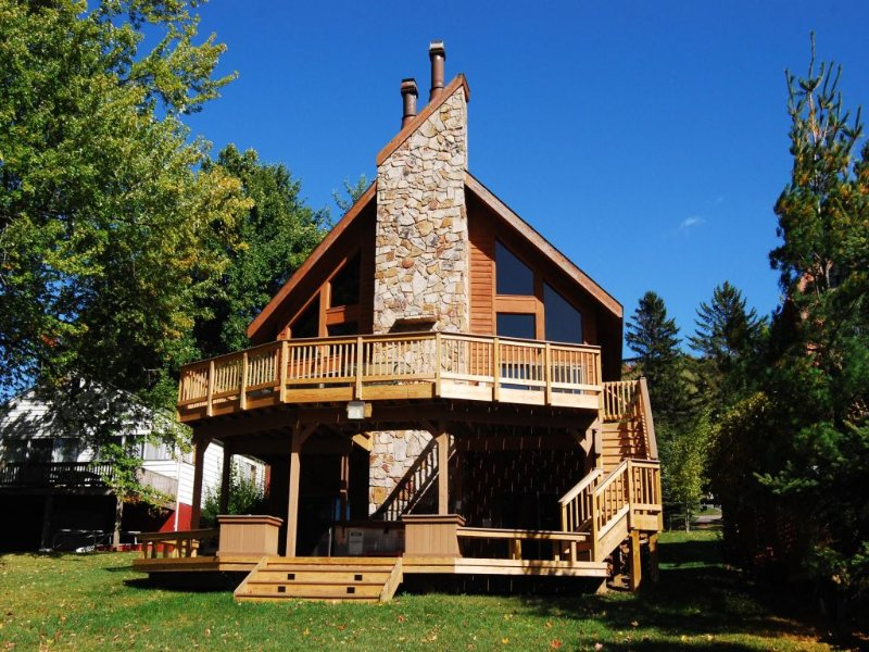 trmemext_10 2.jpg - Come discover the quintessential American vacation at Treasured Memories, where warm wood accents and provincial decor celebrate the best of western Maryland. - McHenry - rentals