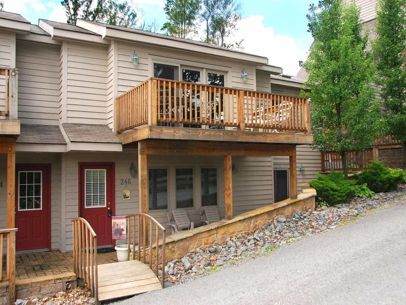 wispridgext_12.jpg - This cozy duplex is centrally located to all the activities Deep Creek has to offer! When you choose Wispering Ridge, you choose convenience and comfort! - Oakland - rentals