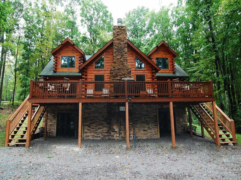 loghevext_12.jpg - Inside the shell of Log Heaven hides a spectacular hidden treasure. This 'mountain chic' hideaway is a designer's delight, crafted with your comfort in mind! - Oakland - rentals