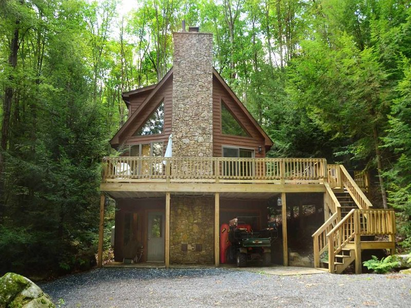 keyparext_13.jpg - Tucked along the woods, Key to Paradise's mix of modern comfort and rustic charm helps you focus on the important things in life- on fun, family, and friends. - Oakland - rentals