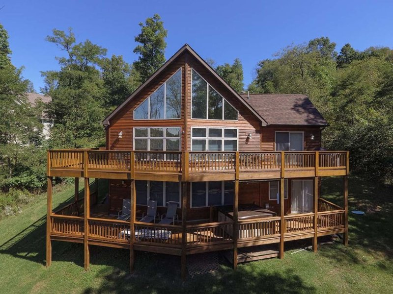 12100ext17.jpg - The storybook setting of Dream Come True is a fertile green wonderland where whispering oaks and mountain laurel vistas flood in through wide windows. - McHenry - rentals