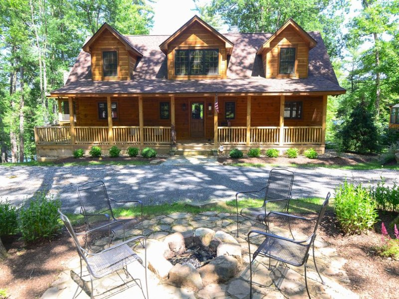 12156ext16.jpg - Do you believe in love at first sight? You will at Lake 'N Logs! You'll adore the spectacular vaulted ceilings, top-of-the-line upgrades, and stately furnishings! - Swanton - rentals