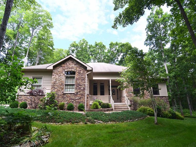 provpcext2_15.jpg - When you stay at Providence at Penn Cove, you get to experience all the welcoming comforts of home with all the exhilaration of a regal Deep Creek retreat! - Oakland - rentals