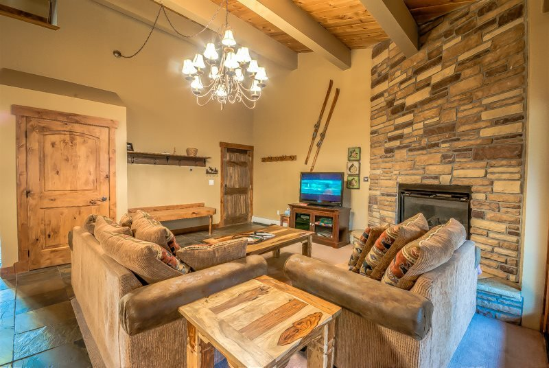 Spacious unit, beautifully upgraded, right across the slopes in Steamboat - Image 1 - Steamboat Springs - rentals
