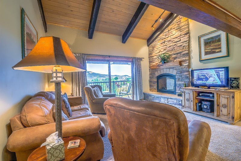 Luxury Top Level, Minutes to the Steamboat Gondola - Image 1 - Steamboat Springs - rentals