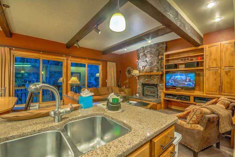 True Ski In/Out Townhome , Sleeps 12 - Image 1 - Steamboat Springs - rentals