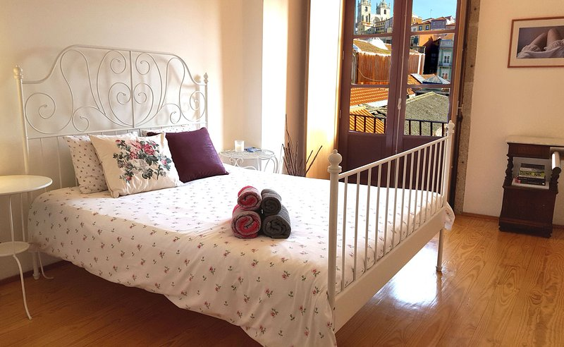 The Bedroom - Lovely & Romantic flat near Central Train Station - Walk everywhere - Porto - rentals