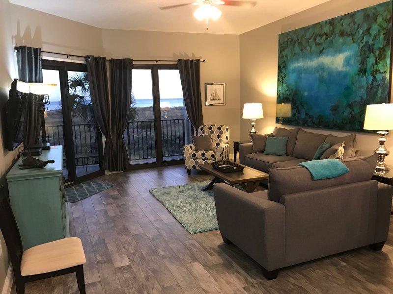 Oceanfront Living Area  - PHX 6, Oceanfrt- Weekend- Jul 28-30 $410., Sept. $160/n - Orange Beach - rentals