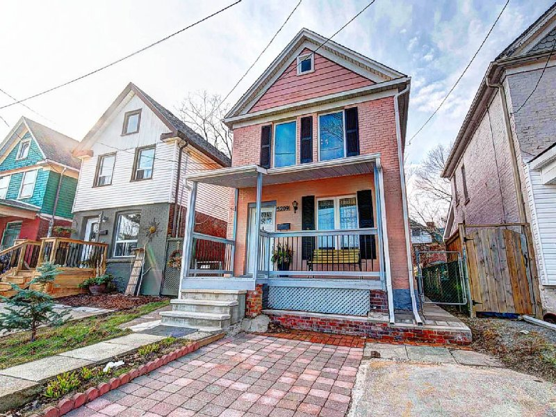 Palmer Place: Modernized Home Close to Niagara Falls - Image 1 - Niagara Falls - rentals