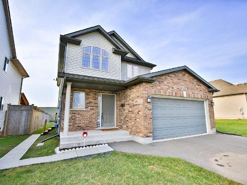 Fallsview Family Home - Image 1 - Niagara Falls - rentals