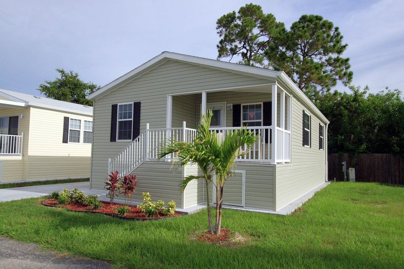 2 Bedroom Cottage on Beautiful 55 Plus Resort! - Image 1 - Fort Myers - rentals