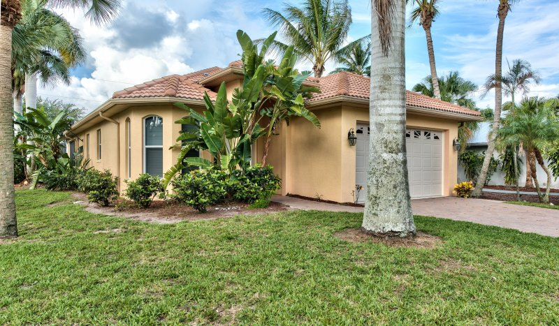 Neapolitan Vacation Rental - Naples Florida Vacation Homes - Luxury Home, Newly Renovated, Close to Beach, Don't Miss Out - Books Quickly! - Neapolitan Vacation Rental - Naples - rentals
