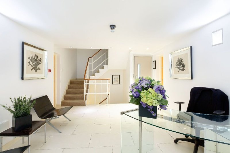 BELGRAVIA / CHELSEA 2 bed 2 bath apartment with Porter - Image 1 - London - rentals