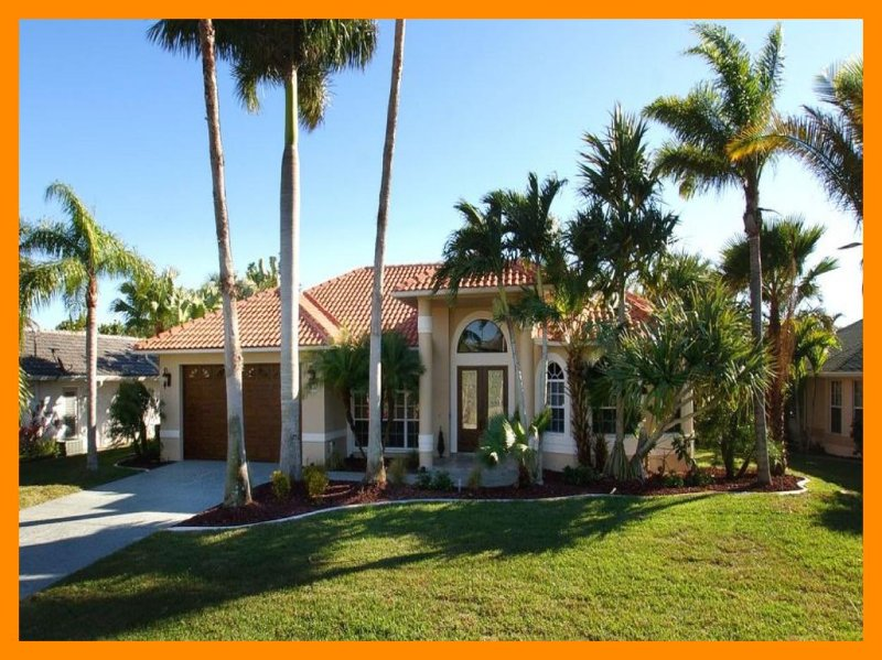 This is an amazing luxury Cape Coral villa with 3 stunning bedrooms 2 of which have there own beautiful en-suite bathrooms. - Image 1 - Cape Coral - rentals