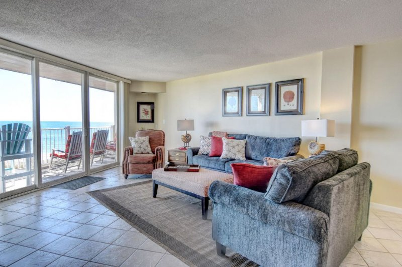 Living Room - St. Regis 2208 Oceanfront! | Indoor Pool, Outdoor Pool, Hot Tub, Tennis Courts - North Topsail Beach - rentals