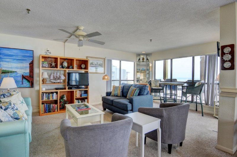 Living Room - Topsail Dunes 3309 Oceanfront! | Community Pool, Tennis Courts, Grill Area - North Topsail Beach - rentals