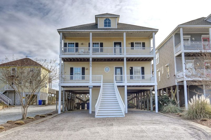 4420 Island Dr - Island Drive 4420 Oceanfront-B Lot! | Hot Tub, Elevator, Jacuzzi, Internet - North Topsail Beach - rentals