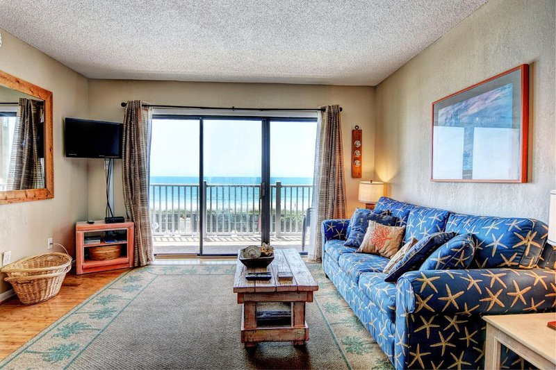 Living Area - Topsail Dunes 2202 Oceanfront! | Community Pool, Tennis Courts, Grill Area - North Topsail Beach - rentals
