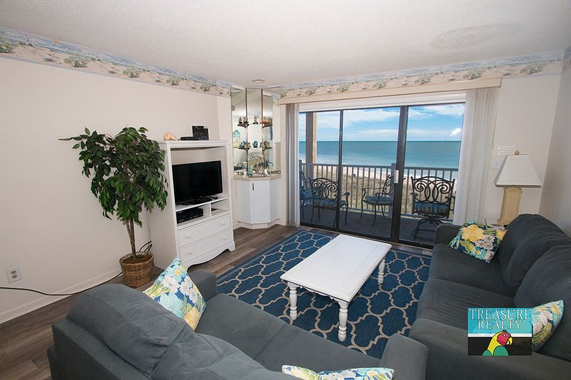 Living Room - Topsail Dunes 3307 Oceanfront! | Community Pool, Tennis Courts, Grill Area - North Topsail Beach - rentals