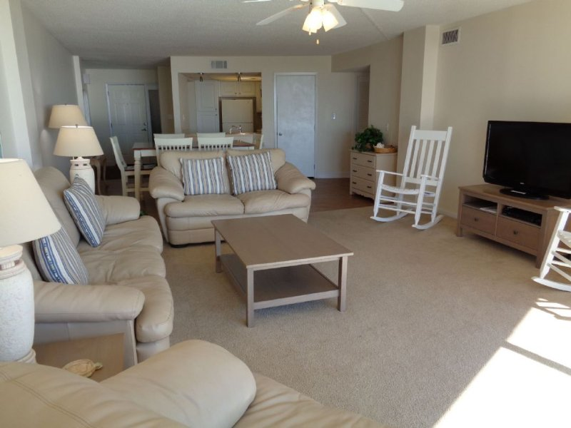 Living Room - St. Regis 2108 Oceanfront! | Indoor Pool, Outdoor Pool, Hot Tub, Tennis Courts - North Topsail Beach - rentals