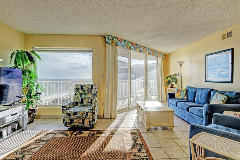 Living Room - St. Regis 3406 Oceanfront! | Indoor Pool, Outdoor Pool, Hot Tub, Tennis Courts - North Topsail Beach - rentals