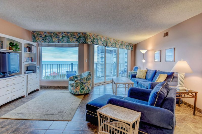 Living Room - St. Regis 3306 Oceanfront! | Indoor Pool, Outdoor Pool, Hot Tub, Tennis Courts - North Topsail Beach - rentals