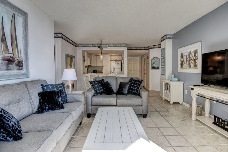 Living Area - St. Regis 3302 Oceanfront! | Indoor Pool, Outdoor Pool, Hot Tub, Tennis Courts - North Topsail Beach - rentals