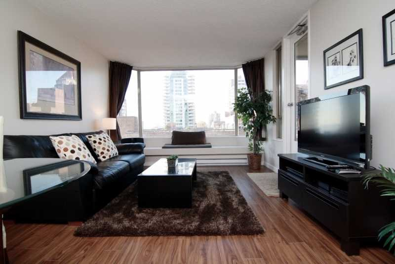 Living room - Downtown Vancouver 1 Bedroom Executive Condo with Views to English Bay - Vancouver - rentals