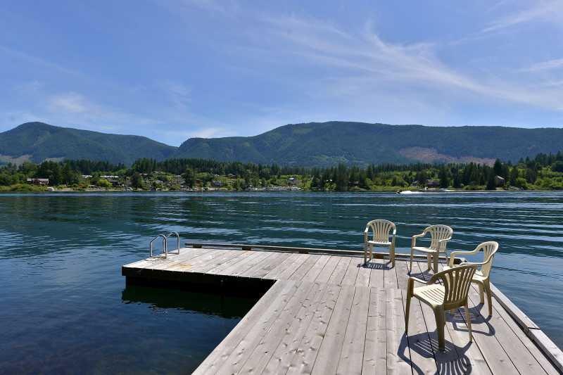 Private dock on lake. - Lake Cowichan 4 Bedroom Home with Private Dock and Hot tub - Lake Cowichan - rentals