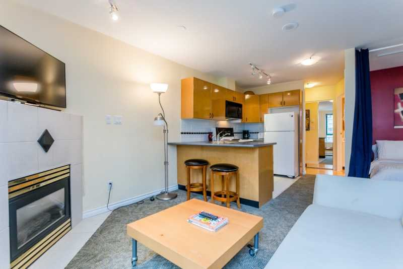 Studio living area - Downtown Vancouver Yaletown Studio Condo Walk to Amenities and Attractions - Vancouver - rentals