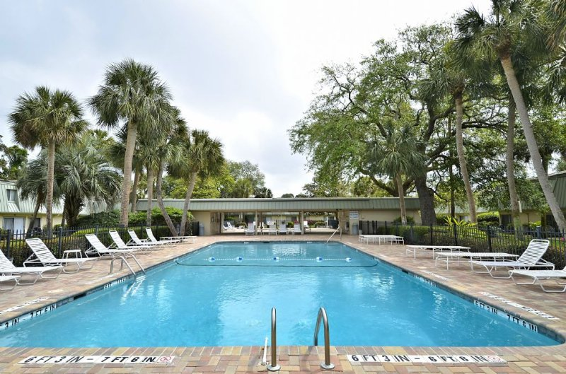 Pool - Pet Friendly 2 Bedroom Villa, Short Walk to the Beach & Coligny Plaza - Hilton Head - rentals
