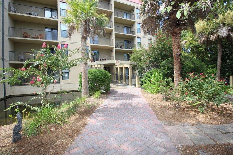Xanadu - 3 Bedroom Xanadu Villa with Private Balconies, Short Walk to the Beach - Hilton Head - rentals
