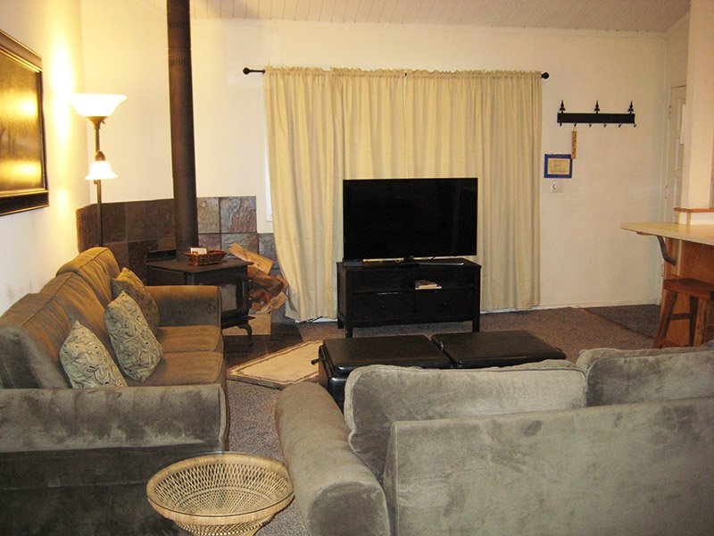 Living Room - Sierra Manors - SM092 - Mammoth Lakes - rentals